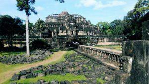 Angkor Watt, backpacking Cambodia.