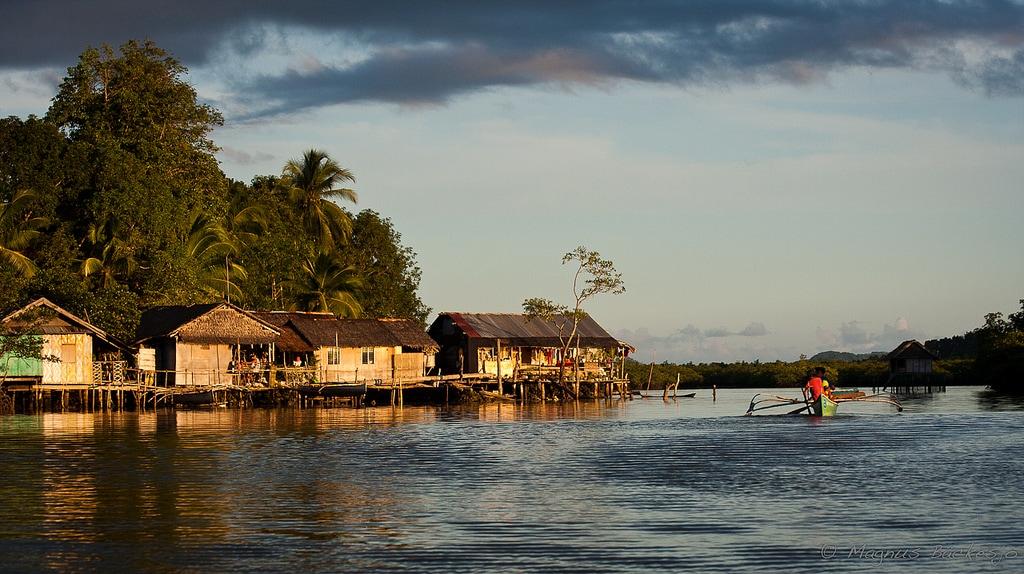 Surigao Tourist Spots, Day-asan floating village, Surigao Travel Guide