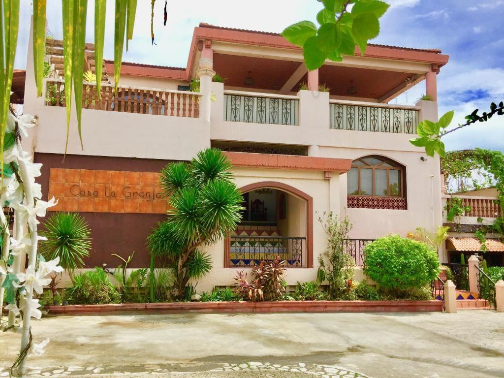 Casa La Granja, beach resorts in iloilo, resorts in iloilo, hotels in iloilo, hotels in iloilo city, cheap hotels in iloilo