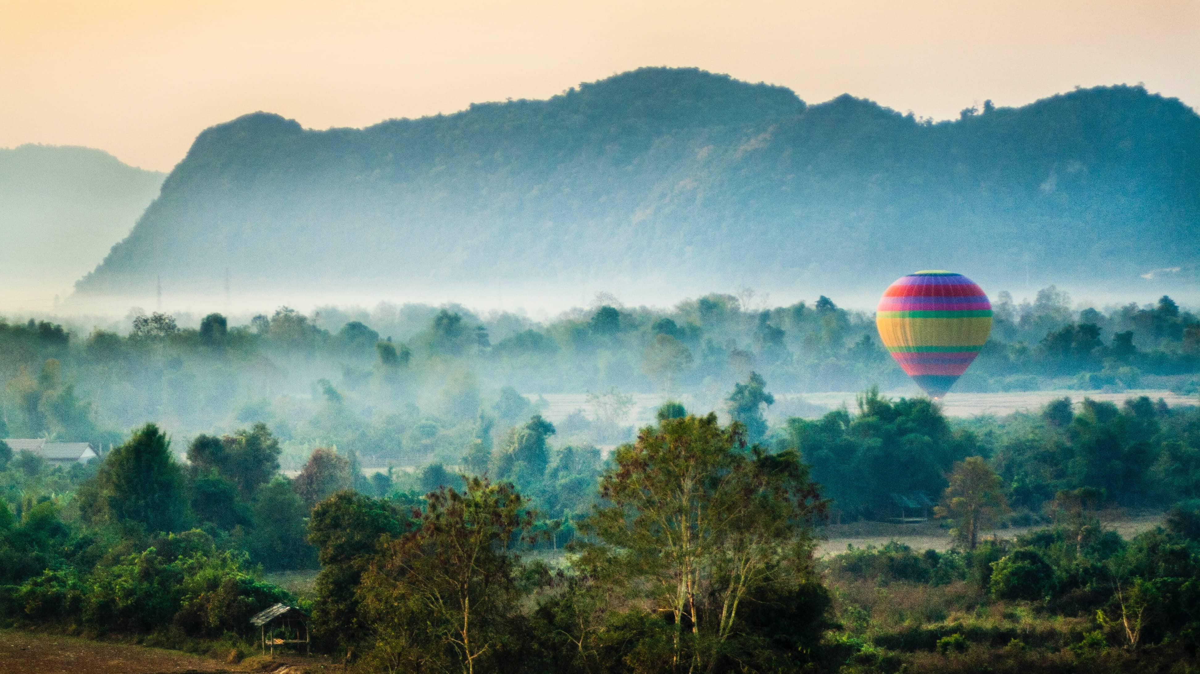 hot air baloon in Vang Vieng, instagrammable places in Laos