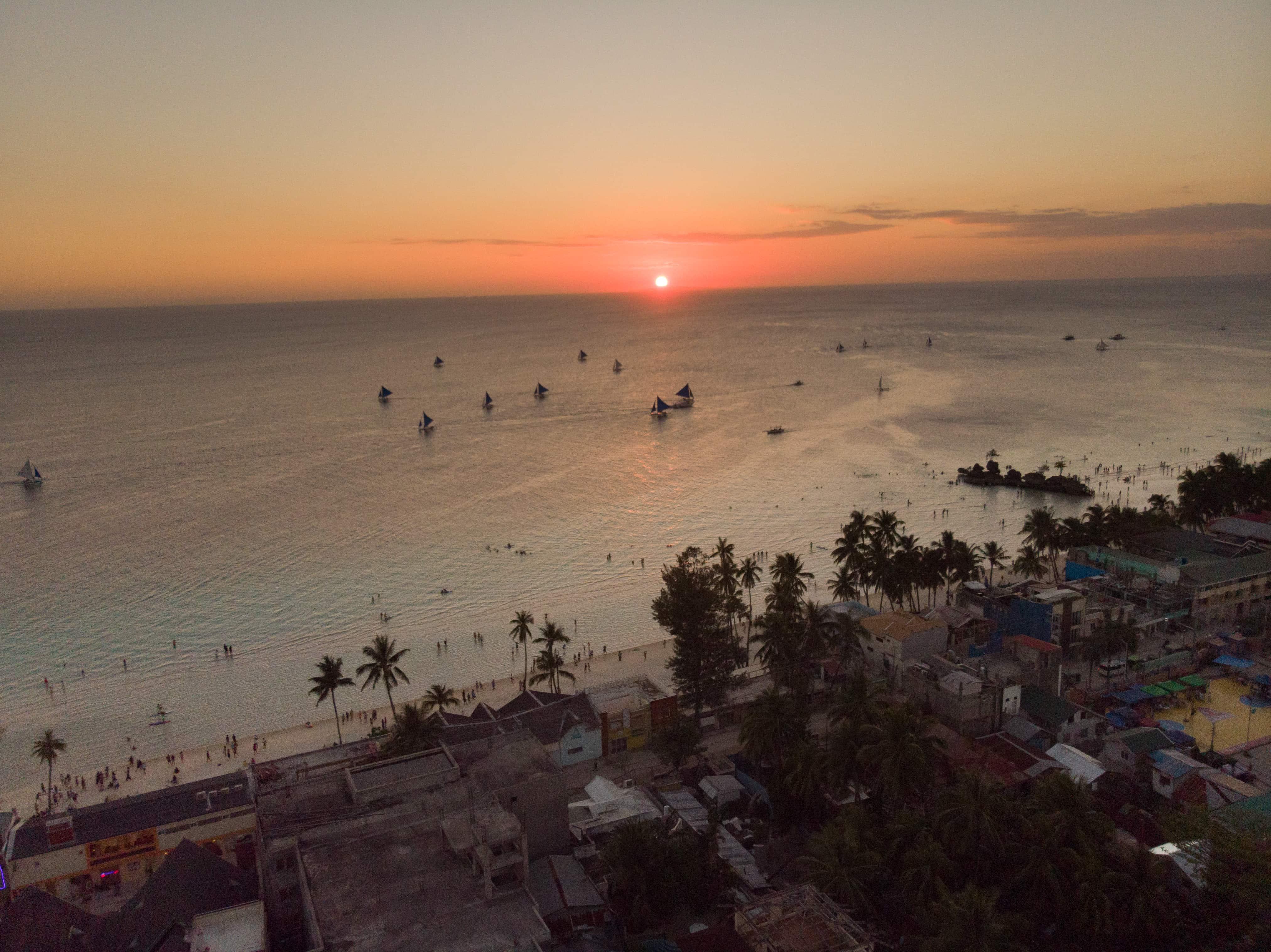 Diniwid Beach, White Beach Boracay