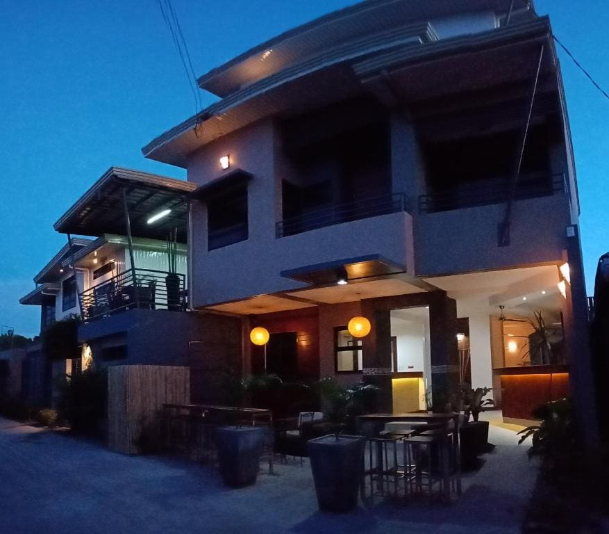 where to stay in zambales