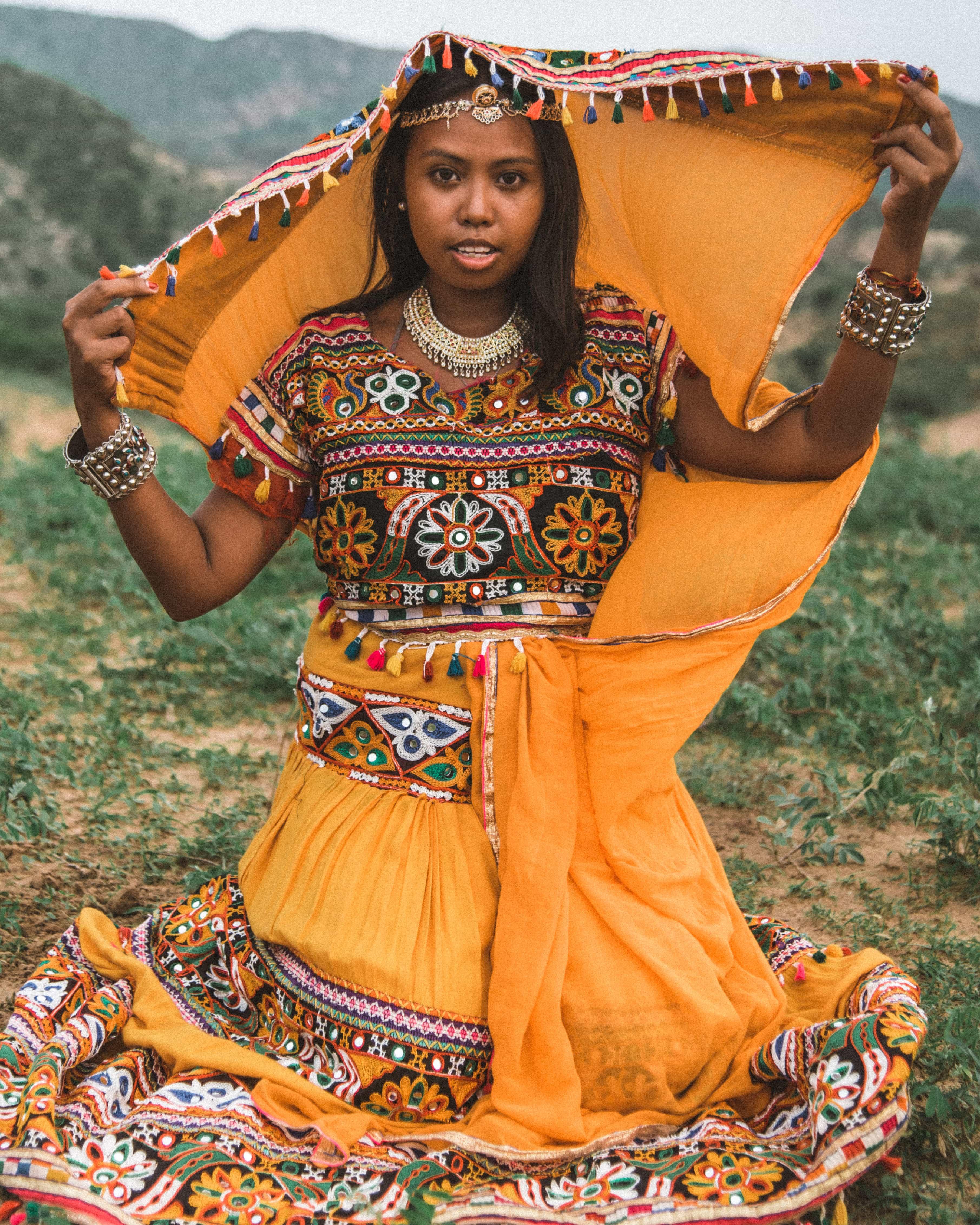 Wearing traditional costumes in Puhskar, things to do in Pushkar, Pushkar travel guide, camel safari in Pushkar