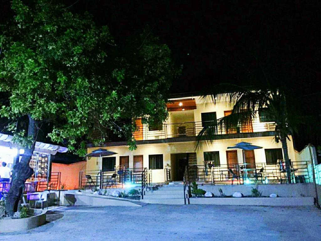 Joaquim's Lodge, beach resorts in oslob, oslob resorts, resorts in oslob, hotels in oslob, oslob hotels