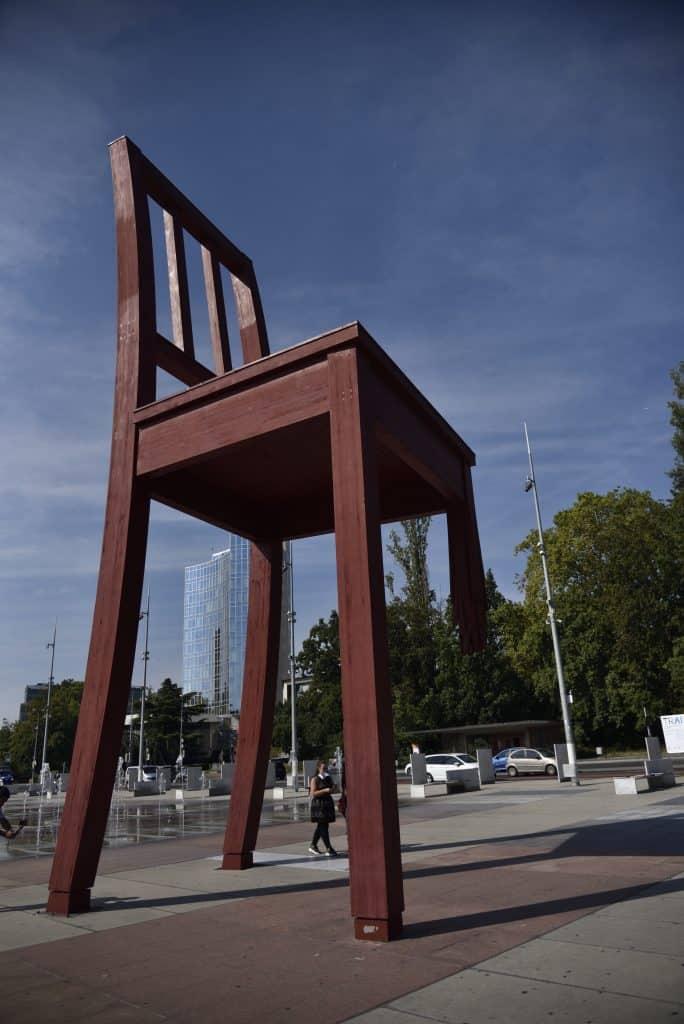 Things to do in Geneva, Geneva tourist spots, The Broken Chair