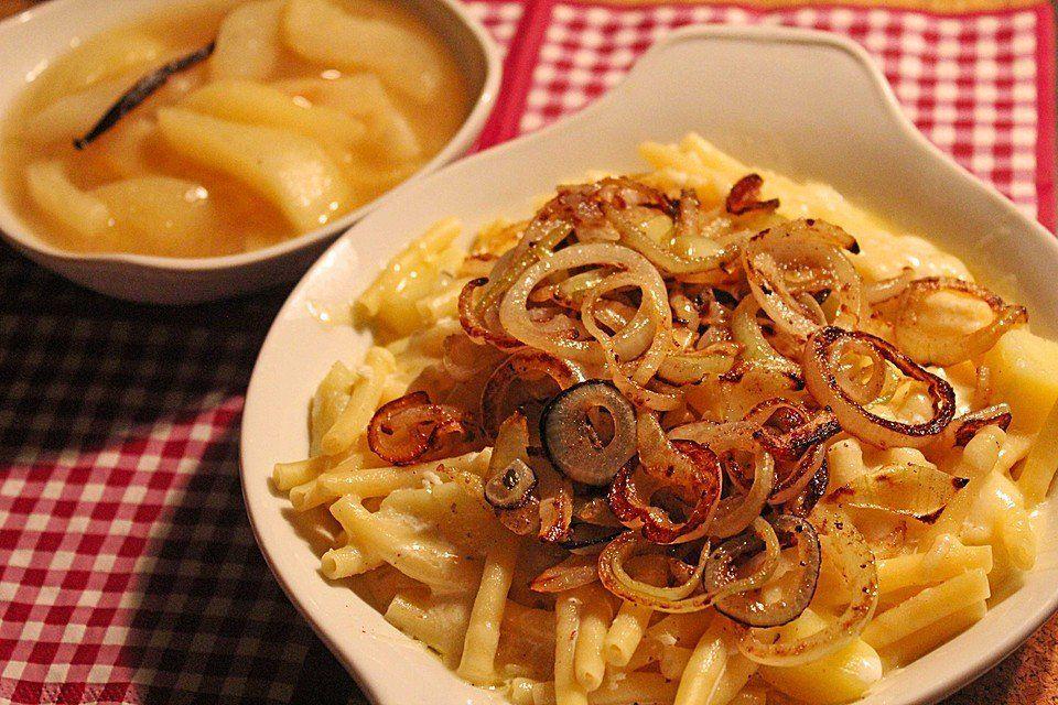 Älplermagronen, swiss food, switzerland food, swiss cuisine, swiss dishes, switzerland traditional food