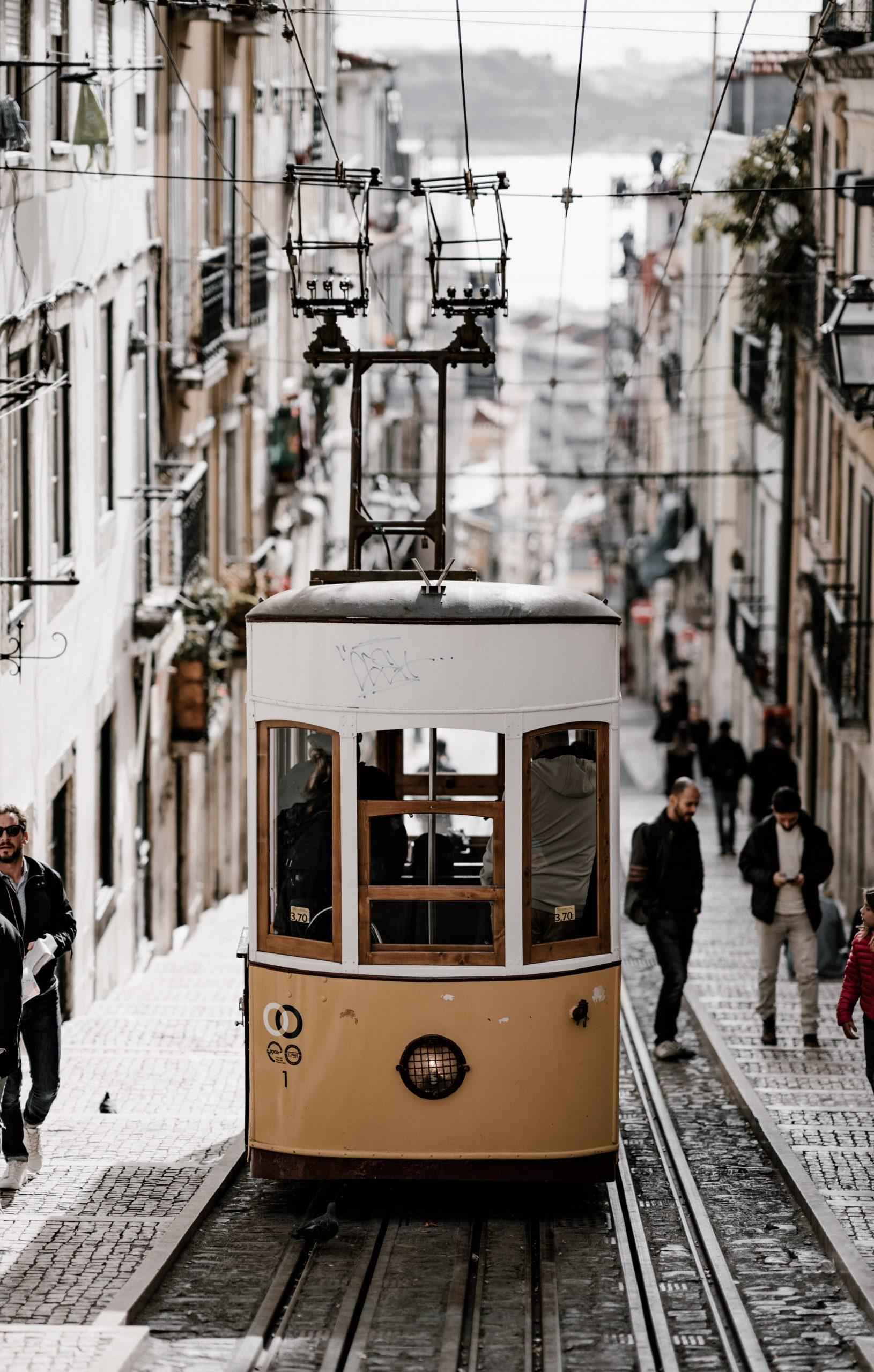 lisbon airport bus, lisbon airport metro, lisbon airport to city center, Lisbon airport to city, How To Get From Lisbon Airport To City Center