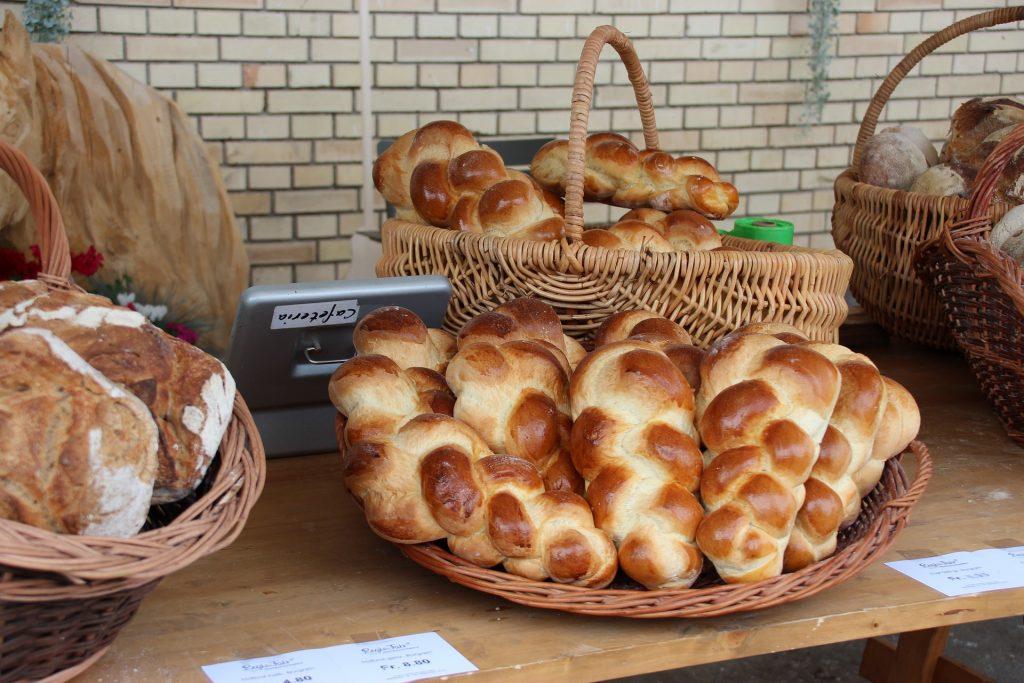 swiss food, switzerland food, swiss cuisine, swiss dishes, switzerland traditional food, Zopf Bread