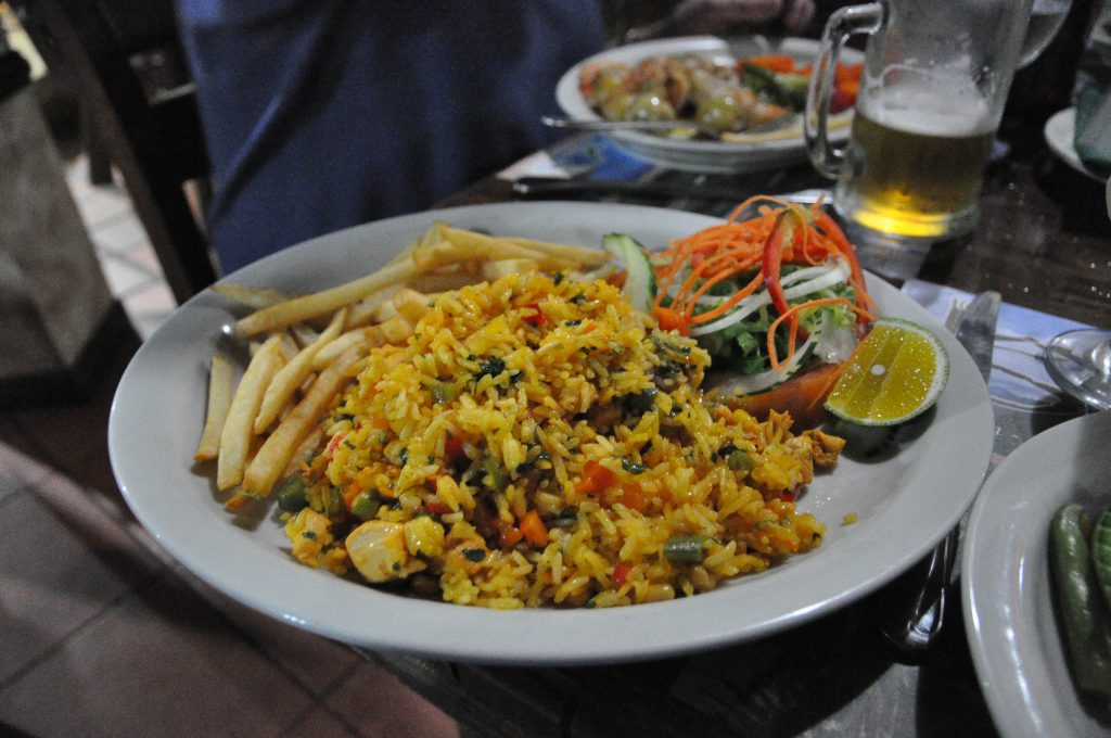 Costa Rican food, food in Costa rica, costa rican dishes, Costa Rican cuisine, Arroz con pollo