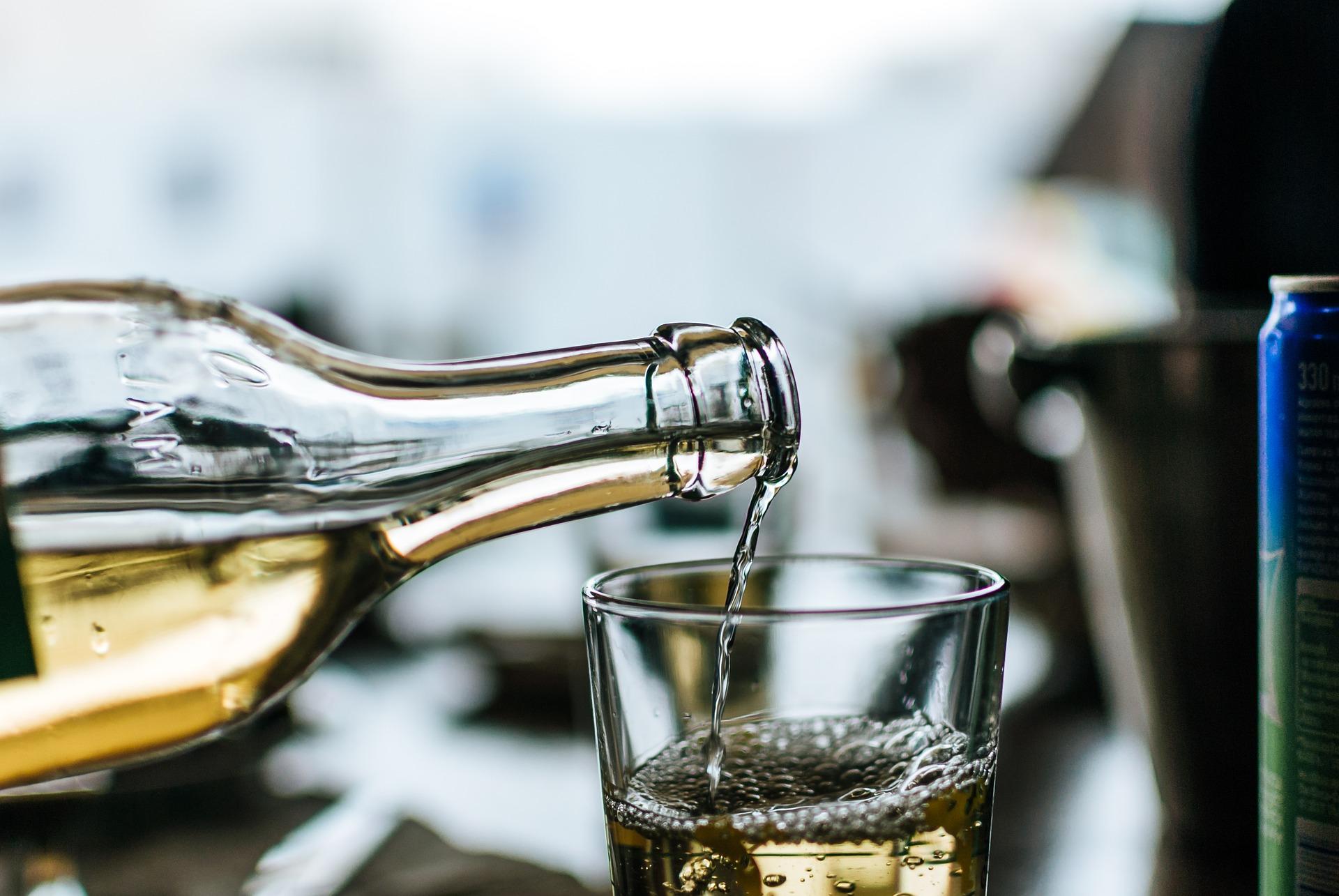 Retsina wine, greece drinks ,Greece beverages, drinks in Greece