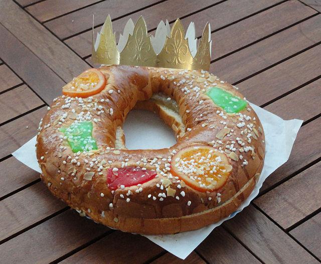 Roscon de reyes, Spanish Food, spanish cuisine, traditional spanish food, food in Spain, Spanish dishes