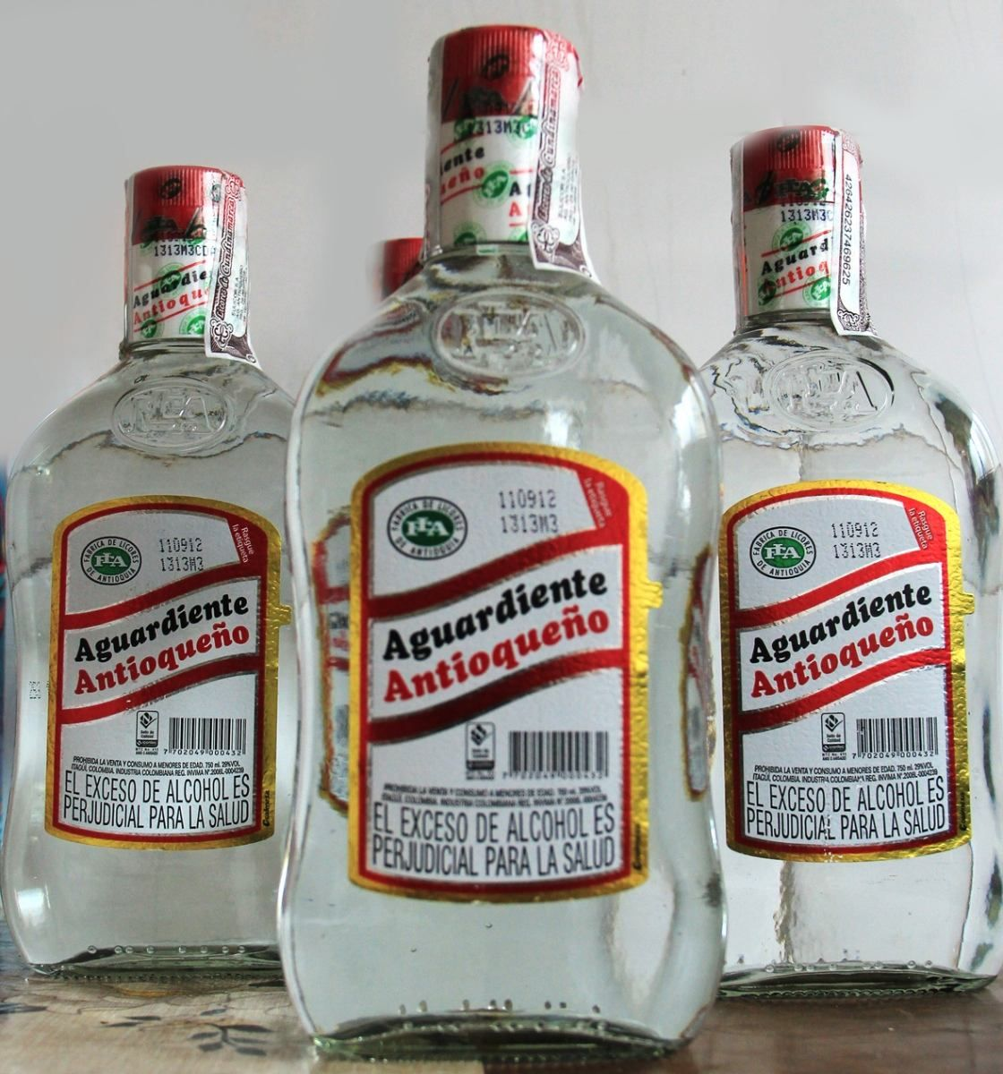 Aguardiente Colombia, colombian drinks, traditional colombian drinks, colombian beverages, drinks in colombia