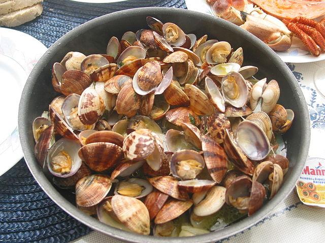 Portuguese Food, Portuguese cuisine, traditional Portuguese food, food in Portugal, Portuguese dishes, Amêijoas à Bulho Pato