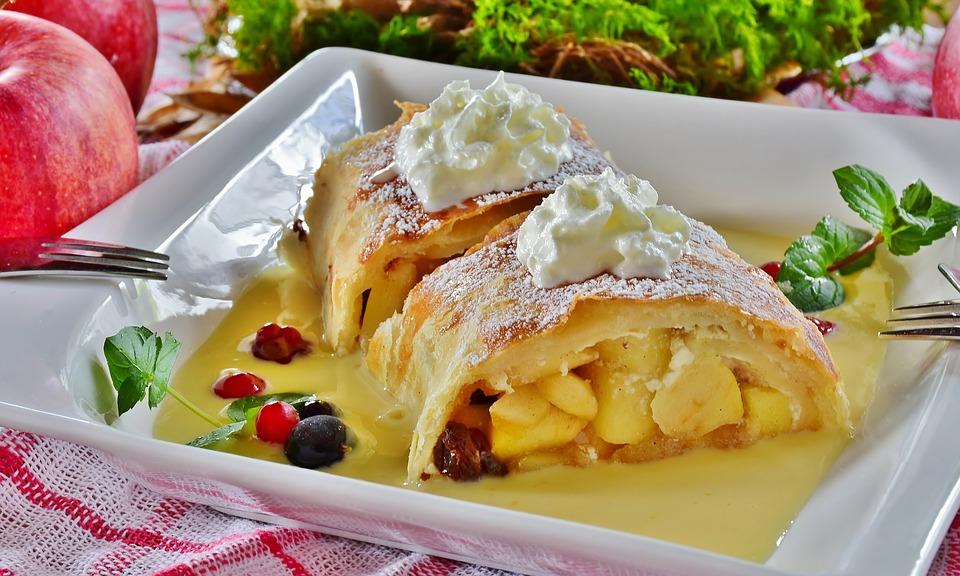 German Food, German cuisine, Traditional German Food, food in Germany, German dishes, German desserts, desserts in Germany, Apfelstrudel