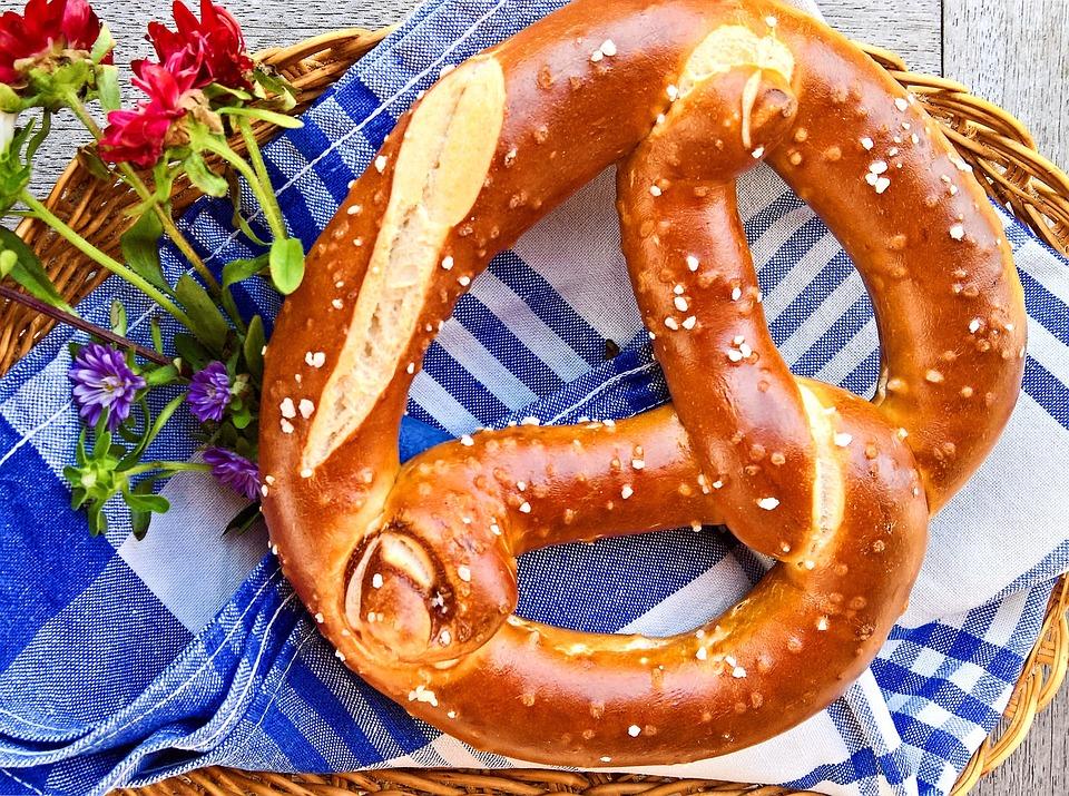 German Food, German cuisine, Traditional German Food, food in Germany, German dishes, German desserts, desserts in Germany, Bagel