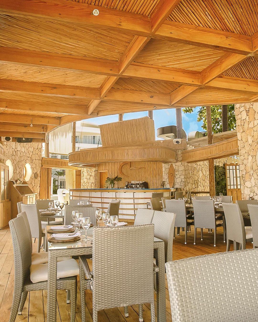 restaurants in punta cana, best restaurants in punta cana, punta cana food, where to eat in punta cana, jellyfish restaurant