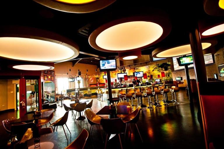 restaurants in ocho rios 2400, best restaurants in ocho rios 170, ocho rios food, where to eat in ocho rios, Usain Bolt Tracks & Records