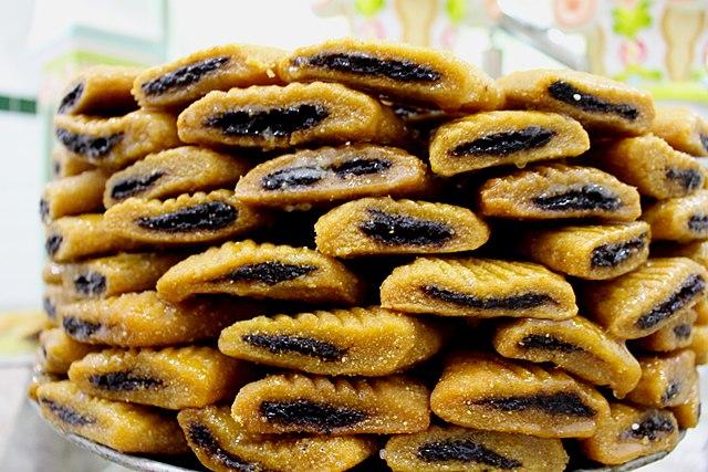 Tunisian snacks, Traditional Tunisian snacks and desserts, Tunisia snacks, Tunisia desserts, traditional snacks and desserts in Tunisia, Tunisian desserts, makroudh